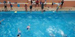 """""""Recolectando, Nadando y Ayudando"""" busca apoyar a los niños con cáncer"""
