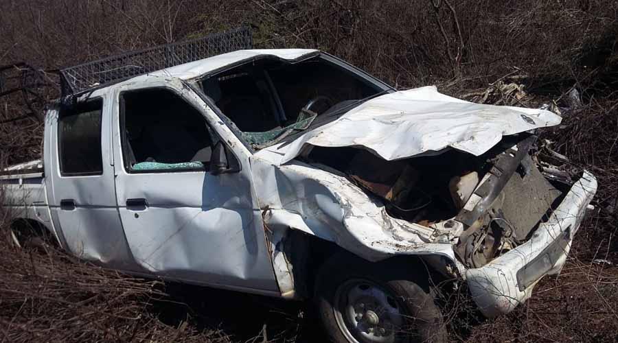 Vuelca camioneta en la Estancia, Miahuatlán | El Imparcial de Oaxaca