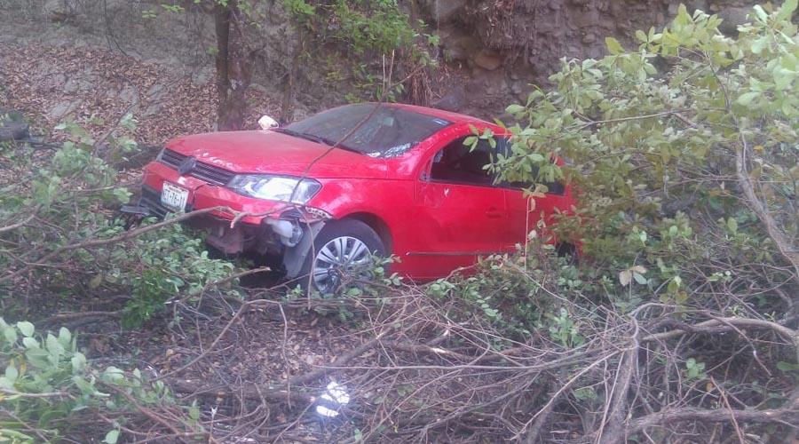 Cae automóvil al fonde de un barranco en Huajuapan | El Imparcial de Oaxaca