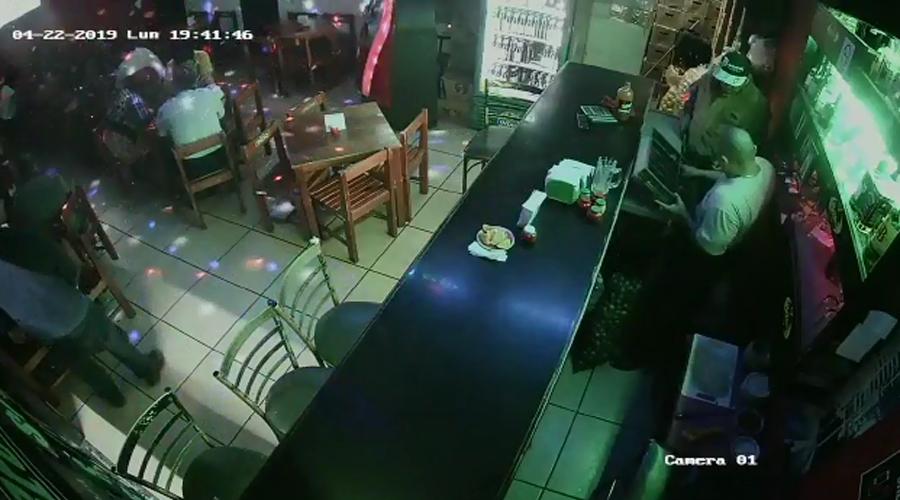Video: Asaltan bar en el centro de la ciudad de Oaxaca | El Imparcial de Oaxaca