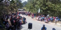 Chatinos de Yaitepec reactivan bloqueo carretero por  incumplimiento de Juquila
