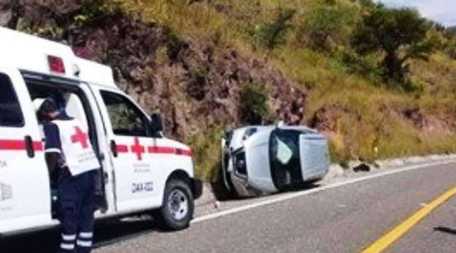 Vuelca automóvil en carretera de Huajuapan | El Imparcial de Oaxaca