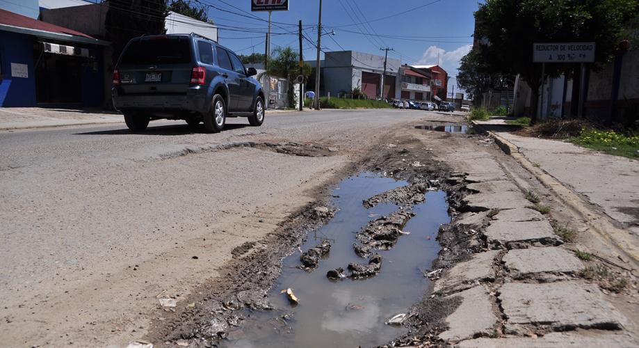 La capital de Oaxaca, atorada en el bache de la indiferencia | El Imparcial de Oaxaca