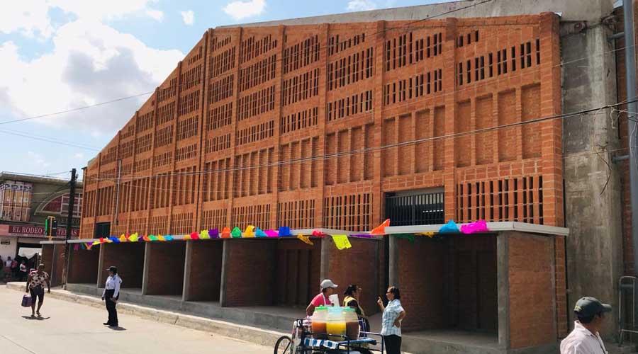 Entregan el mercado de Juchitán