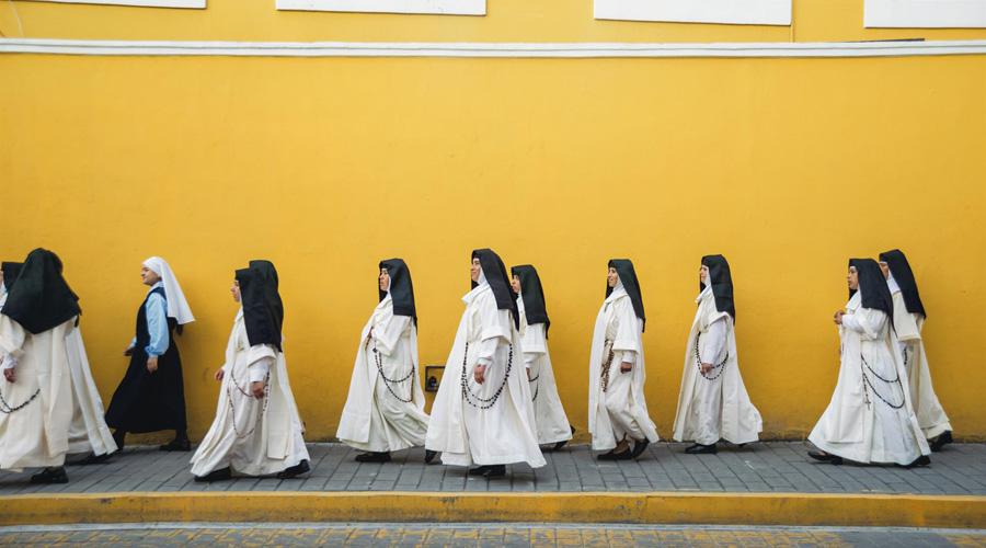 Hay mujeres en la religión, pero sin poder