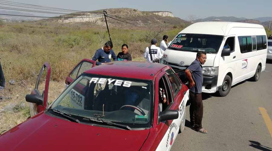 Choca camioneta contra taxi en Reyes Etla | El Imparcial de Oaxaca