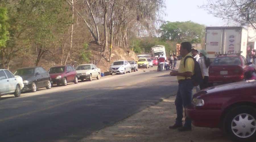 Maestros de la Costa impiden la circulación vehicular
