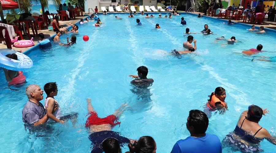 "Abarrotan los balnearios en ""Sábado de Gloria"" en Oaxaca"