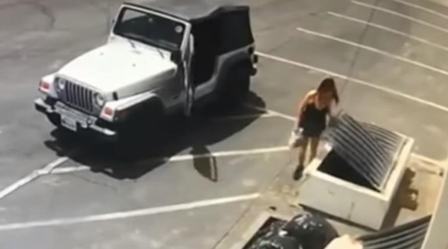 Video: Arrestan a mujer por tirar perritos a la basura | El Imparcial de Oaxaca
