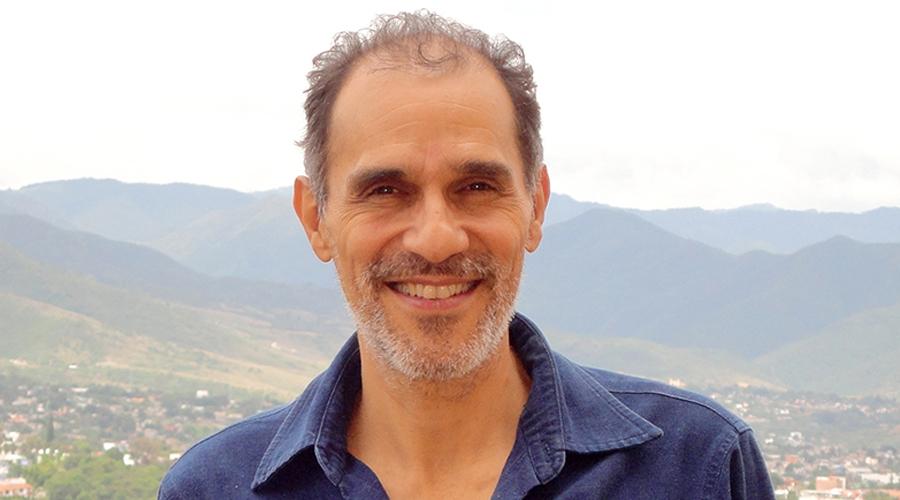 Sergio Navarrete: la tradición oral es tan  importante como la escrita
