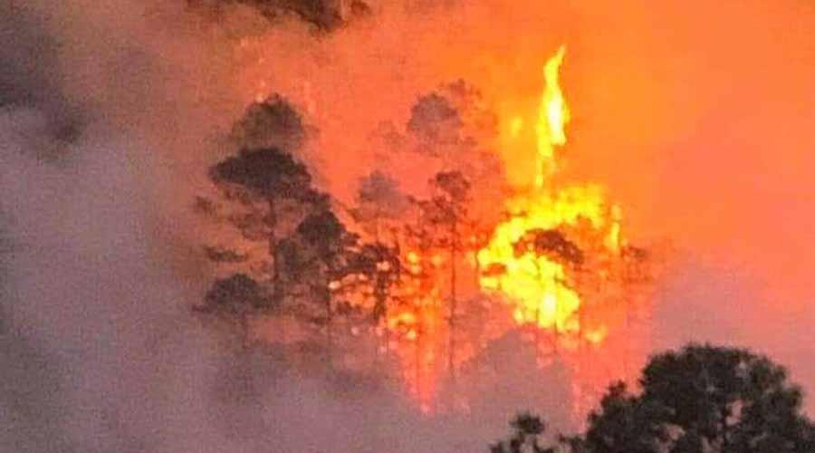 Sigue activo el incendio en San José Tenango y Huautla