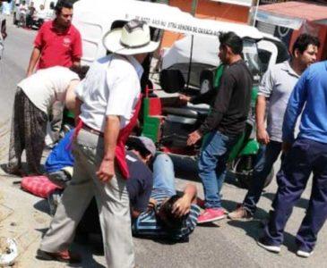 Mototaxistas de San Antonio de la Cal, echan carreritas y chocan contra camioneta