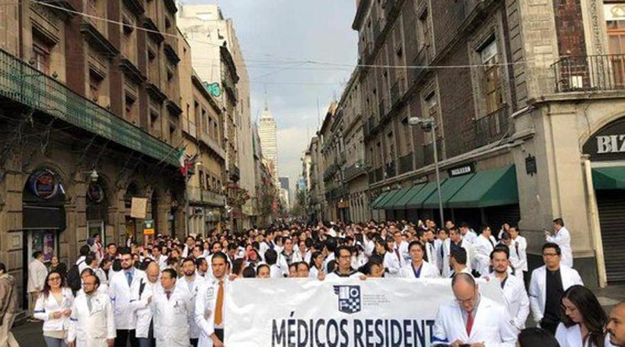 Tras protestas, regresan bono sexenal a médicos residentes | El Imparcial de Oaxaca
