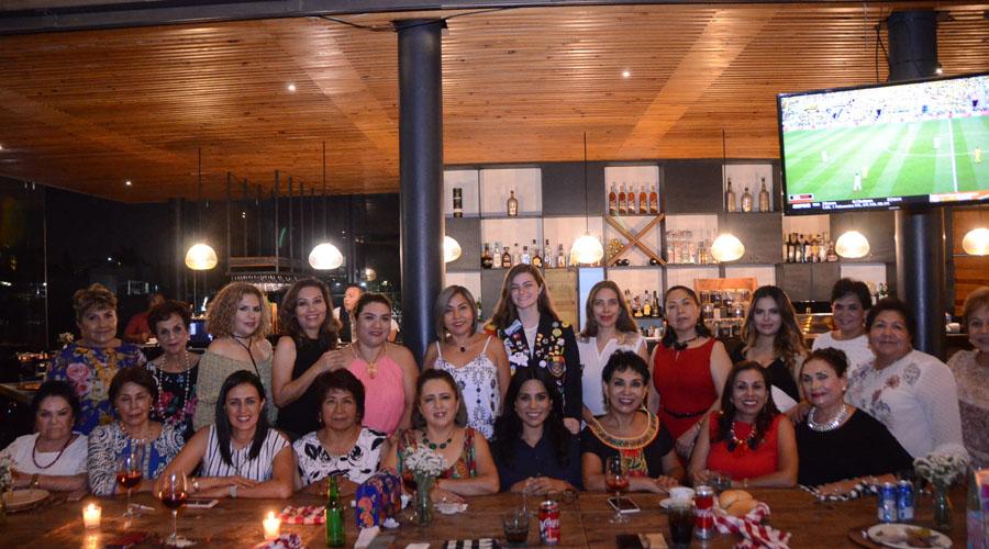 Club Rotario Guelaguetza, organizó una convivencia para festejar el 10 de mayo