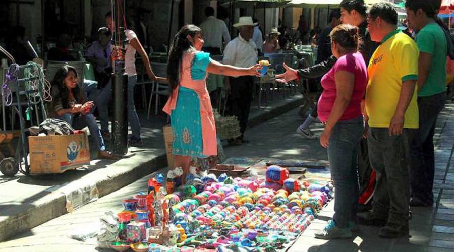 Ambulantes de Oaxaca, ganan terreno e imponen su ley