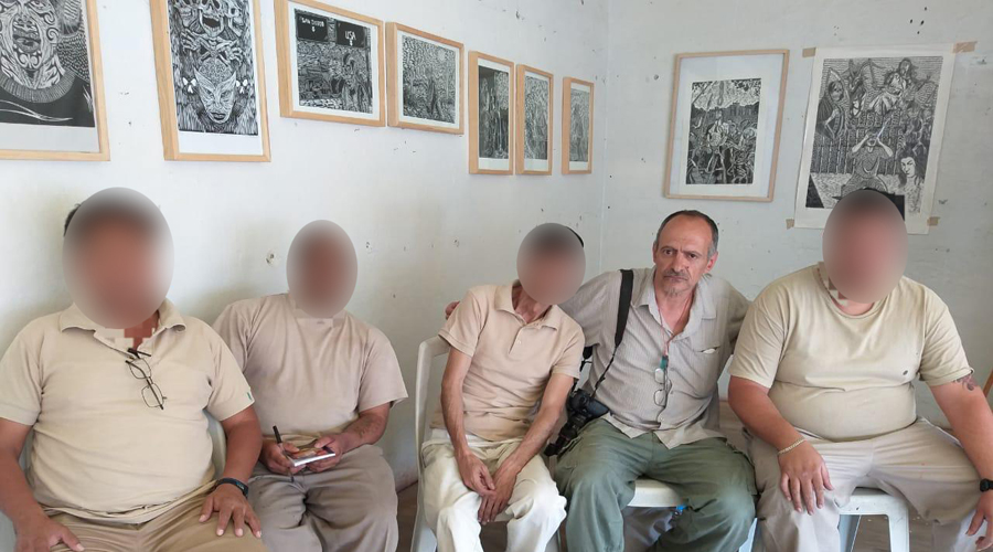 Antoine D'Agata brinda taller de arte en el penal de Santa María Ixcotel | El Imparcial de Oaxaca