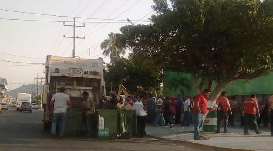 Cierran trabajadores oficinas municipales  de Salina Cruz   El Imparcial de Oaxaca