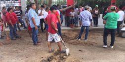 Clínica de hemodiálisis  contamina canal de riego de Juchitán