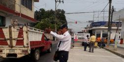 Reparan losas en calles de Tuxtepec