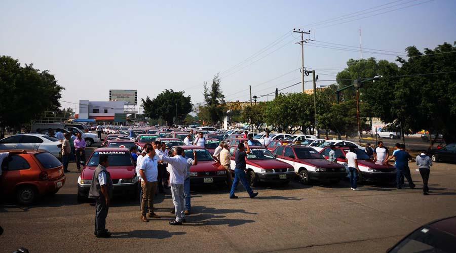 Taxis invaden el estacionamiento del Mercado Zonal de Santa Rosa   El Imparcial de Oaxaca