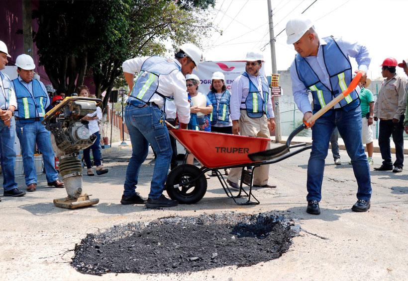 Arranca Dante Montaño programa emergente de bacheo en Santa Lucía | El Imparcial de Oaxaca