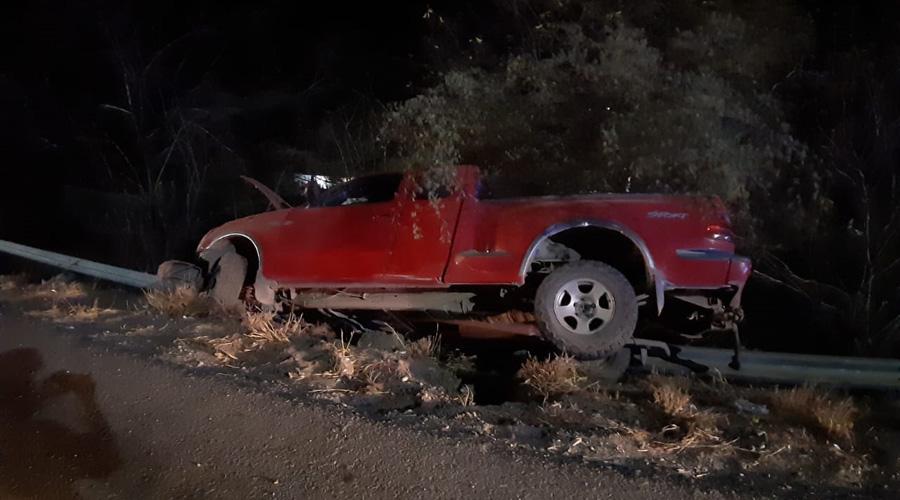 Conductor de camioneta vuelca tras provocar accidente en Tehuantepec | El Imparcial de Oaxaca