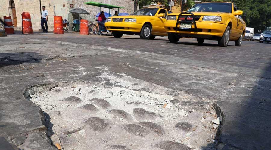 Exigen atender baches y socavones en las calles de Oaxaca