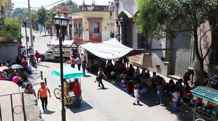 Con bloqueo, exigen obras en calles céntricas de Oaxaca | El Imparcial de Oaxaca