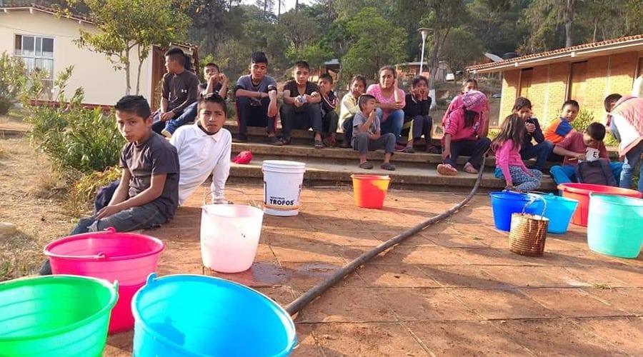 Niños de Santiago Yosondúa pierden todo a causa de incendio