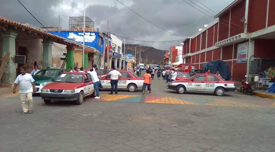 Paran taxistas del Istmo, exigen justicia  por la muerte de su compañero
