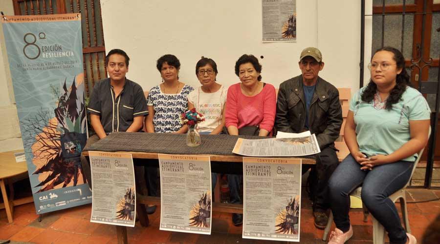 Por cerrar las convocatorias de  becas para el CAI | El Imparcial de Oaxaca