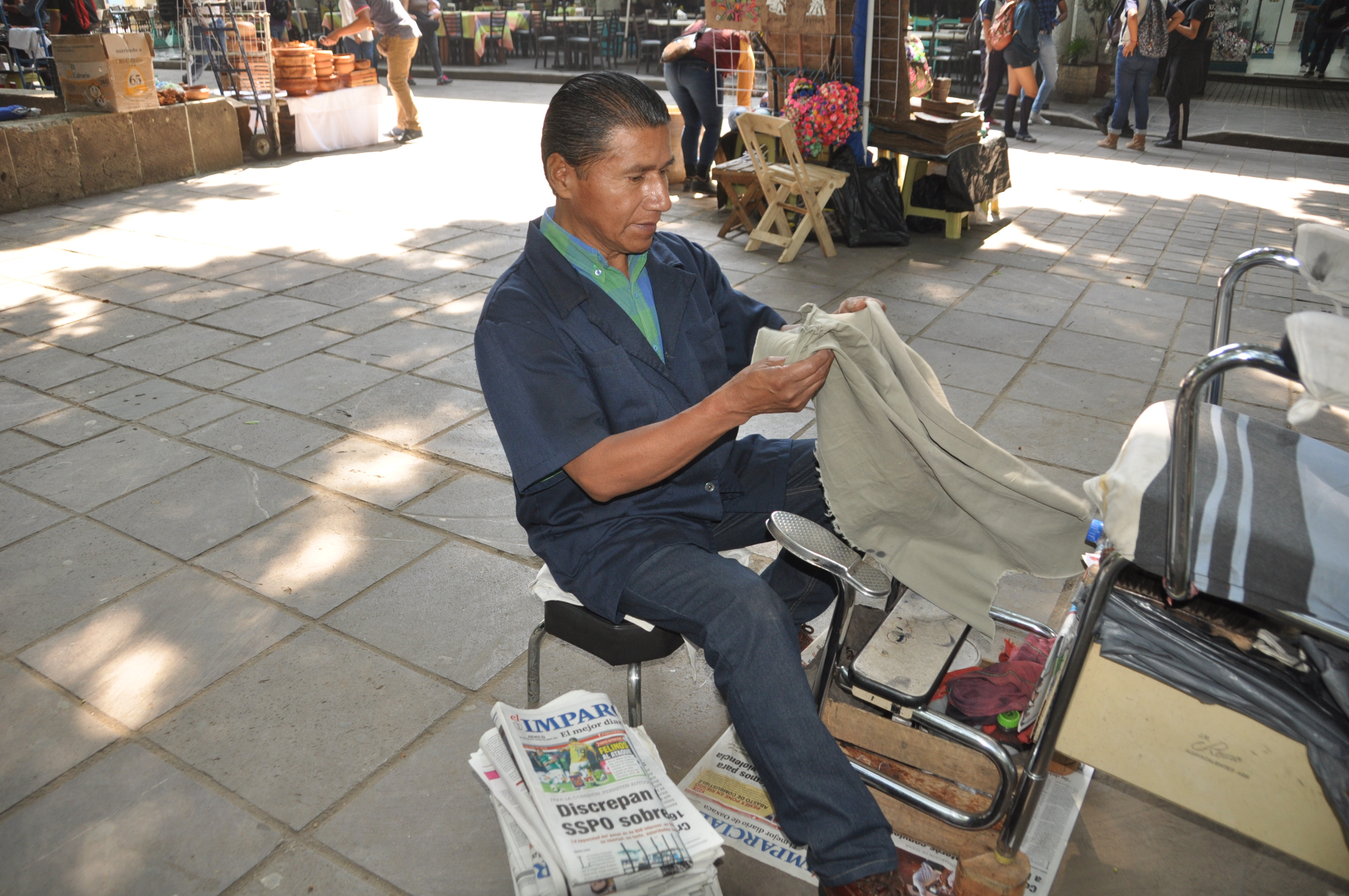 Boleros de Oaxaca celebran su día trabajando