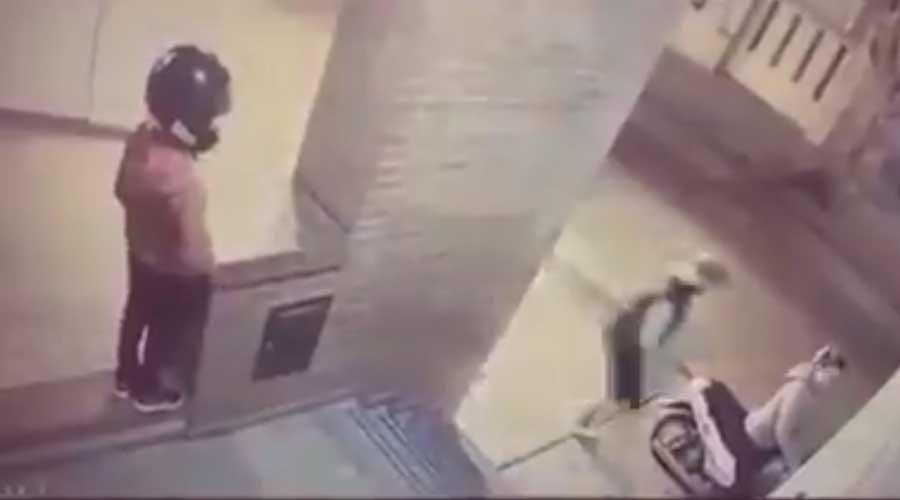 Video: Pequeña niña defiende a su mamá de un asaltante | El Imparcial de Oaxaca