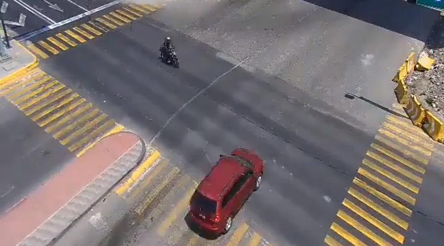 Video: Vehículo se pasa el alto y provoca fatal accidente | El Imparcial de Oaxaca
