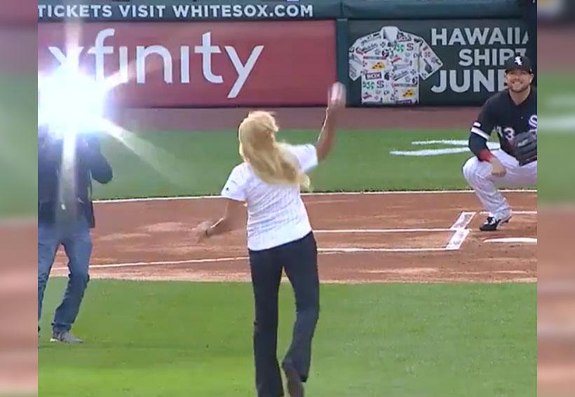 Video: sorprende lanzamiento de aficionada en partido de beisbol | El Imparcial de Oaxaca