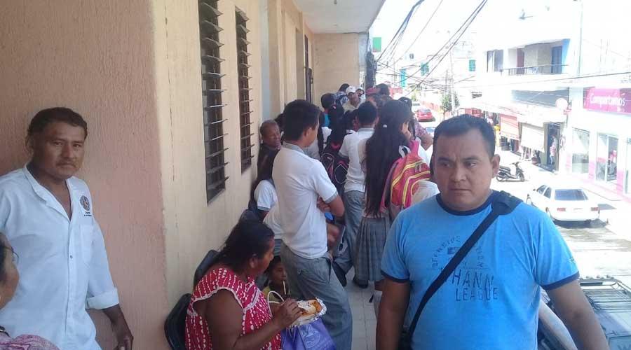 Se manifiestan padres de familia en las oficinas de supervisión de escuelas Telesecundarias