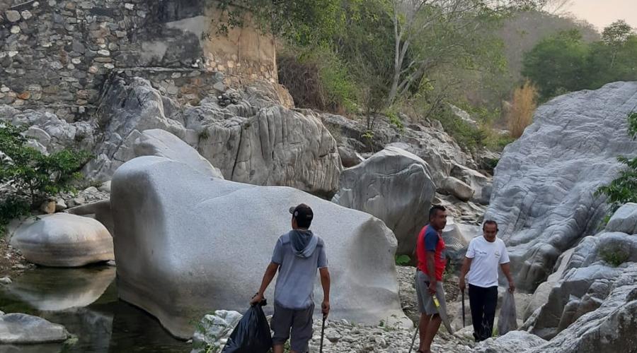 Sobrevive el tequio en barrios de la Costa de Oaxaca