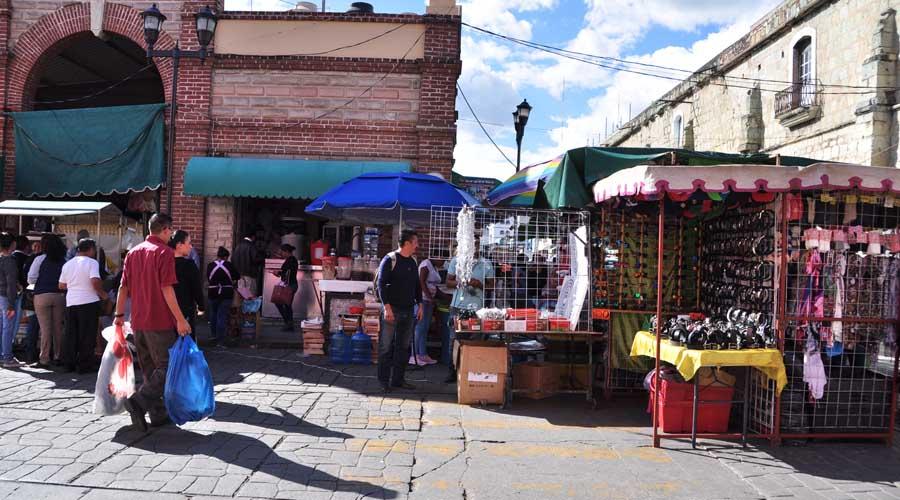 Urgen a las autoridades reordenar el comercio informal de Oaxaca
