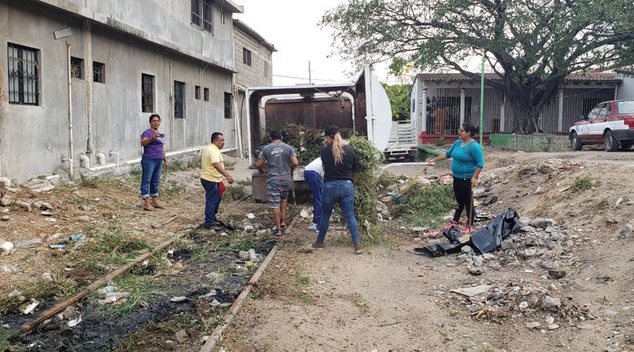 Vecinos de Salina Cruz limpian canales pluviales   El Imparcial de Oaxaca