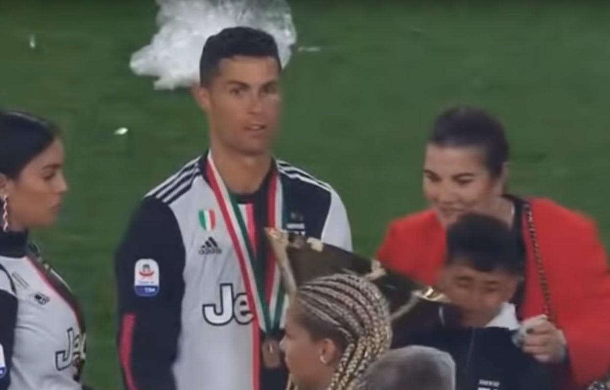 Video: Cristiano Ronaldo golpea por accidente a su hijo con la copa de campeón | El Imparcial de Oaxaca