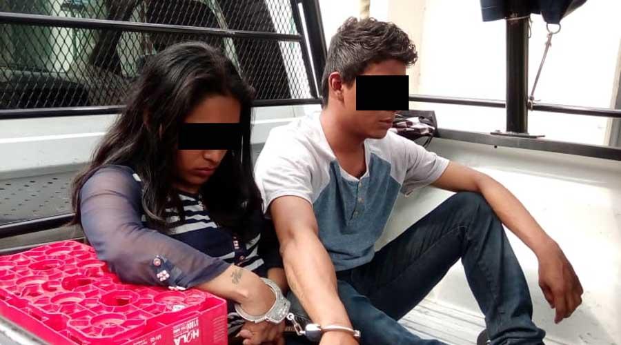¡Pareja de ladrones! Se querían robar un teléfono celular | El Imparcial de Oaxaca