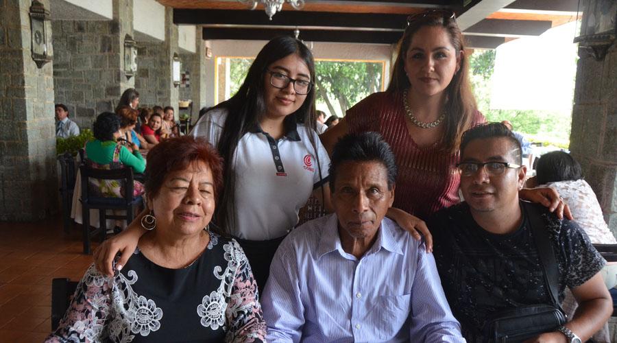 Julio Luria y Eufenia Vásquez celebraron 52 años de casados