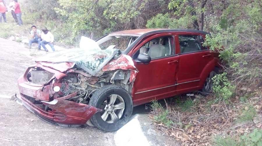 Dos lesionados deja accidente en Guelavila