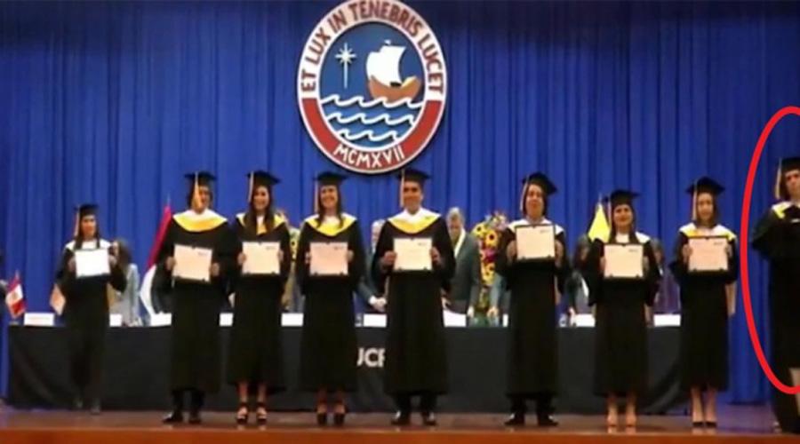 Video: graduado rompe su diploma en plena ceremonia | El Imparcial de Oaxaca