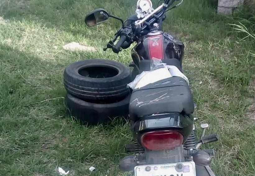 Asegura Agencia Estatal de Investigaciones auto y moto en Etla