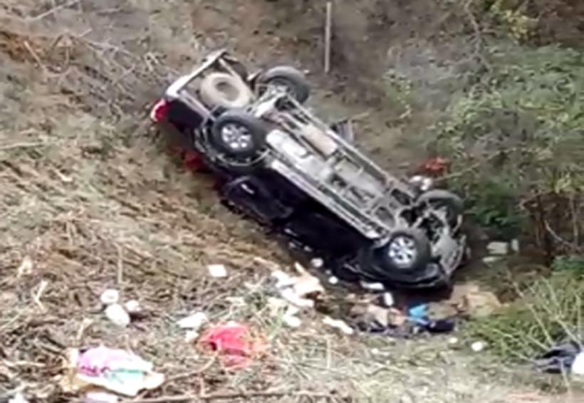Volcadura de camioneta en Cuacnopalan deja cinco lesionados