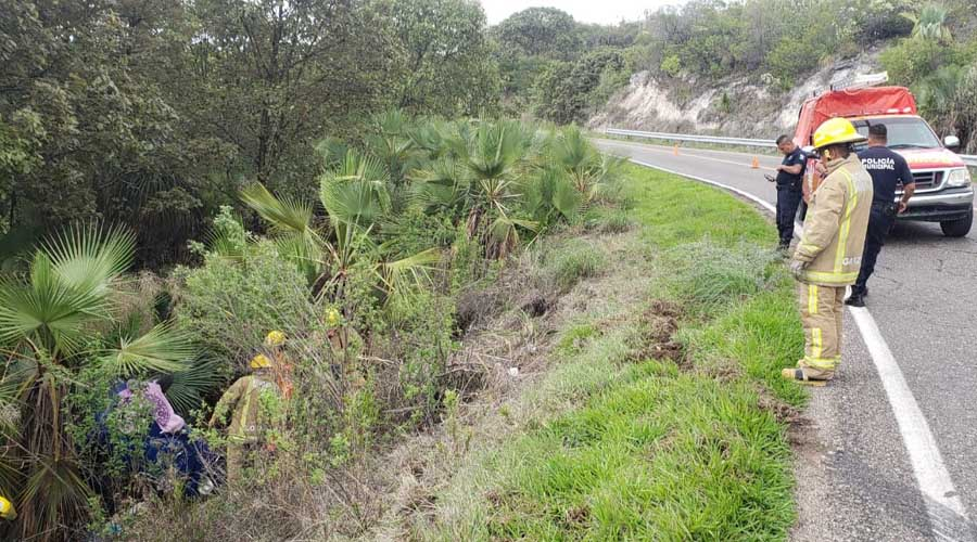 Abandonan vocho tras accidente en la Mixteca | El Imparcial de Oaxaca