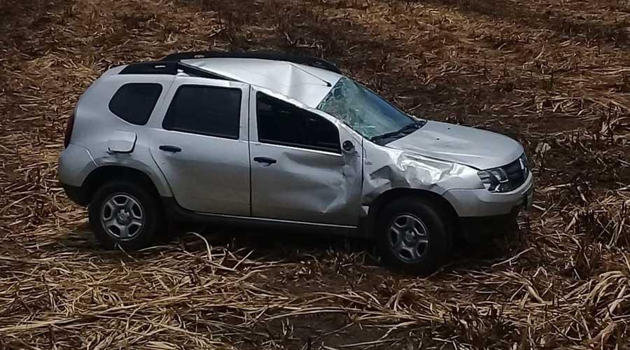 Abandonan camioneta  volcada en carretera  a San Lucas OJitlán | El Imparcial de Oaxaca