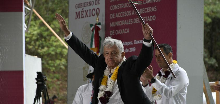 AMLO: A pavimentación, 56 caminos rurales más | El Imparcial de Oaxaca