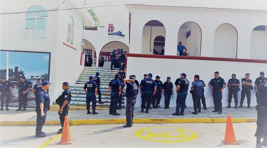 Acusan al director de la policía de Matías Romero de vender uniformes | El Imparcial de Oaxaca